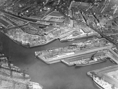 Keywords: A & J Inglis, aerial views, D & W Henderson, dry docks, Govan New Shipyard, Govan Old Shipyard, Govan Shipyard, Harland & Wolff, Meadowside Shipyard, Middleton Shipyard, Pointhouse Shipyard, River Clyde, River Kelvin, shipbuilders, ships, shipyards, Thomas B Sneath, Tod & MacGregor, Waverley